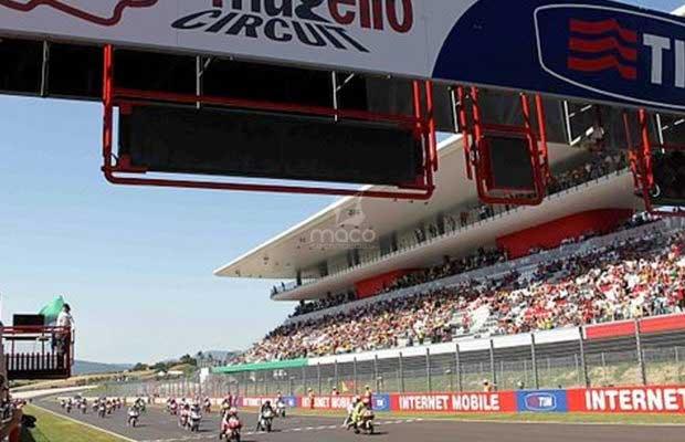 Partenza_del_Gran_Premio_d'Italia_TIM_2011